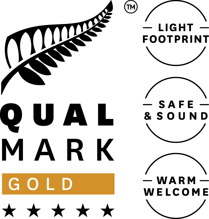 Stacked Qualmark 5 Star Gold Sustainable Tourism Business Award Logo